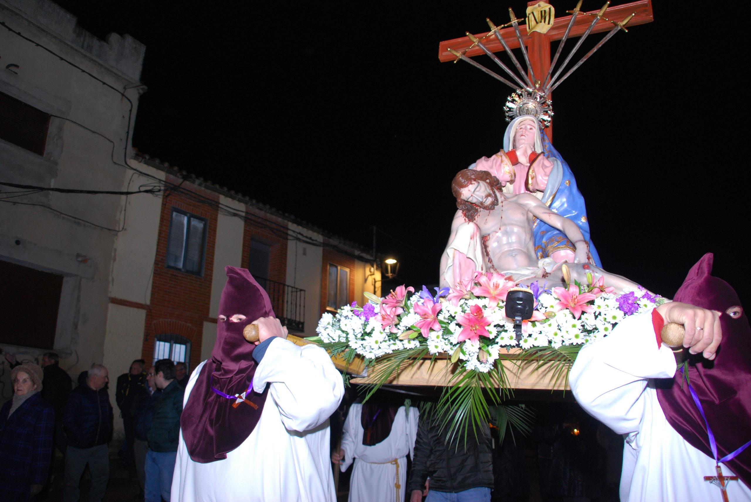 VIERNES SANTO PROCESIÓN DE NUESTRA MADRE DE LAS ANGUSTIAS Y DEL CRISTO YACENTE.