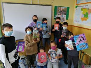 Donación de libros a los niños y niñas del colegio de Manganeses de la Lampreana